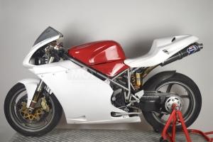 Ducati 996R 998 - Boční díl Levý Strada, GFK na moto