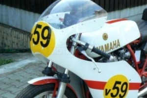 Screen on Yamaha XS400 DOHC